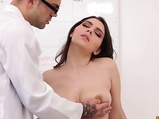Horny doctor slamming the pussy of luscious Valentina Nappi