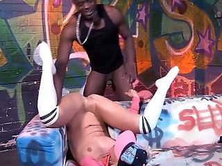 Hip hop slut Carla Cox gets brutally pile driven by her black producer
