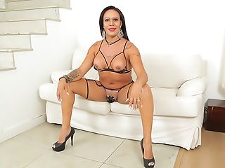 TS Steer Brunelly: Thick Cock Solo