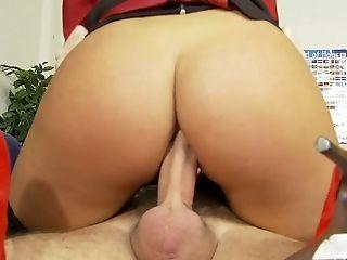 Spanish babe Valery Summer seduces one kinky dude and enjoys sucking his pole