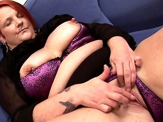 Cute matured BBW fingering her pussy immensely in closeup shoot