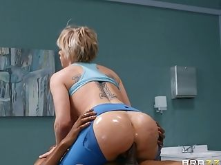 Dee Williams gets fucked by hard doctor's dick in the hospital