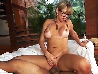Heavy amateur anal fucking on the couch with Mirella Mansur