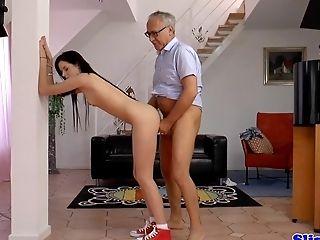 Amateur eurobabe pleasures british geriatric