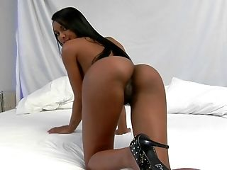 Sexy Tainah Displays Her Sensual Castle and Play with It
