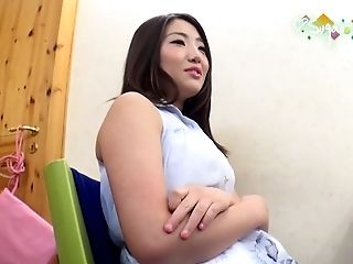 Curvy Mika Kawai loves the hard drilling more than anything else