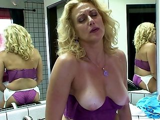 Curvy cougar Dana Devine has a chance to ride the chocolate cock