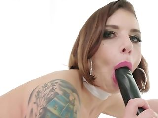 Cute Ivy Lebelle satisfies a friend by screwing with him