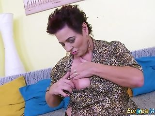 Aged housewife Mandy is toying her disgusting hairy twat
